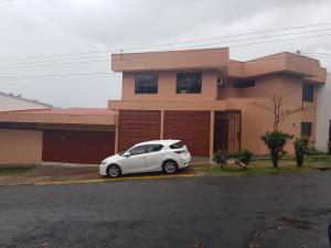 Casa En Alquileren Sabana, San Jose, Costa Rica, CR RAH: 18-550