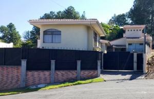 Apartamento En Alquileren Pozos, Santa Ana, Costa Rica, CR RAH: 18-576
