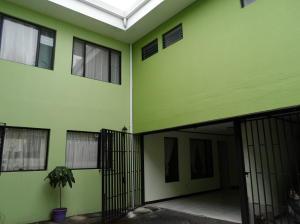Apartamento En Alquileren Tibas, Tibas, Costa Rica, CR RAH: 18-580