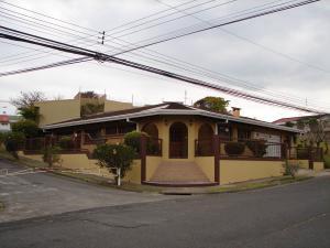 Casa En Ventaen Curridabat, Curridabat, Costa Rica, CR RAH: 18-596
