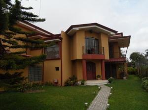 Casa En Ventaen San Antonio, Vazquez De Coronado, Costa Rica, CR RAH: 18-605
