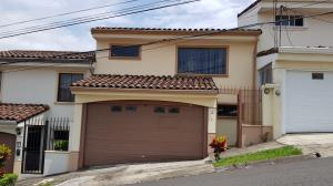 Casa En Ventaen Guachipelin, Escazu, Costa Rica, CR RAH: 18-676