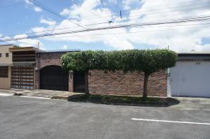 Casa En Ventaen Heredia Centro, Heredia, Costa Rica, CR RAH: 18-701
