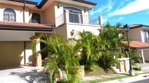 Casa En Alquileren Guachipelin, Escazu, Costa Rica, CR RAH: 18-722