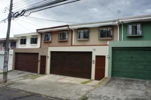 Casa En Alquileren Rohrmoser, San Jose, Costa Rica, CR RAH: 18-726