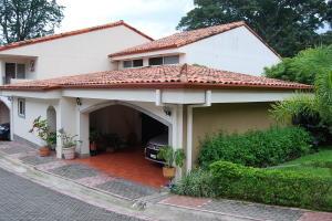 Casa En Ventaen San Miguel, Escazu, Costa Rica, CR RAH: 18-746