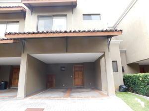Casa En Alquileren Pozos, Santa Ana, Costa Rica, CR RAH: 18-741