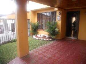 Casa En Ventaen Lomas De Ayarco Sur, Curridabat, Costa Rica, CR RAH: 18-748