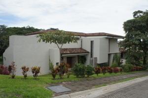 Casa En Alquileren Pozos, Santa Ana, Costa Rica, CR RAH: 18-752
