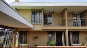 Apartamento En Ventaen Lomas De Ayarco Sur, Curridabat, Costa Rica, CR RAH: 18-742