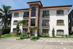 Apartamento En Alquileren Trejos Montealegre, Escazu, Costa Rica, CR RAH: 18-778
