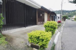 Casa En Ventaen Pozos, Santa Ana, Costa Rica, CR RAH: 18-796