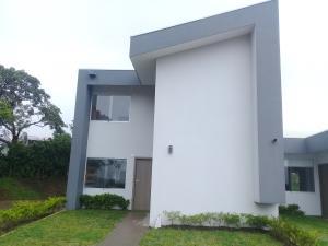 Casa En Ventaen La Guacima, Alajuela, Costa Rica, CR RAH: 18-819