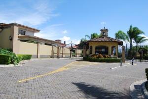 Terreno En Ventaen Ulloa, Heredia, Costa Rica, CR RAH: 18-826
