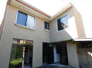 Casa En Ventaen Pozos, Santa Ana, Costa Rica, CR RAH: 18-833