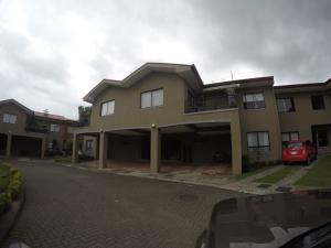 Apartamento En Ventaen San Isidro, Vazquez De Coronado, Costa Rica, CR RAH: 18-863