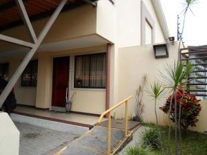 Apartamento En Ventaen San Juan, Tibas, Costa Rica, CR RAH: 18-877