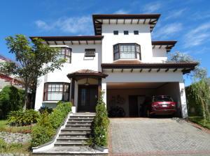 Casa En Ventaen Santo Domingo, Santo Domingo, Costa Rica, CR RAH: 18-894