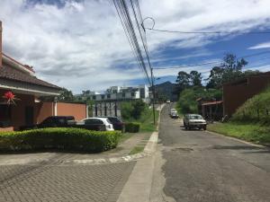 Casa En Alquileren Lomas De Ayarco Sur, Curridabat, Costa Rica, CR RAH: 18-908