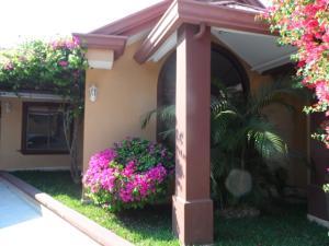 Casa En Alquileren Ciudad Cariari, Belen, Costa Rica, CR RAH: 18-946