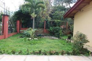 Casa En Alquileren Lomas De Ayarco Sur, Curridabat, Costa Rica, CR RAH: 18-954