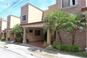 Casa En Ventaen Pozos, Santa Ana, Costa Rica, CR RAH: 19-107