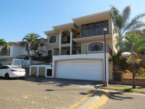 Casa En Ventaen Belen, Belen, Costa Rica, CR RAH: 19-252