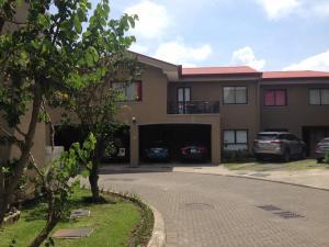 Apartamento En Ventaen San Isidro, Vazquez De Coronado, Costa Rica, CR RAH: 19-260