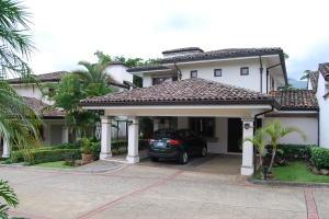 Casa En Ventaen Escazu, Escazu, Costa Rica, CR RAH: 19-297