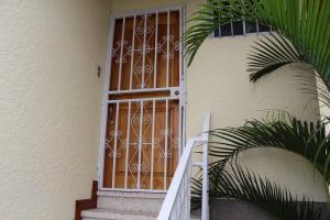 Apartamento En Alquileren Rohrmoser, San Jose, Costa Rica, CR RAH: 19-323