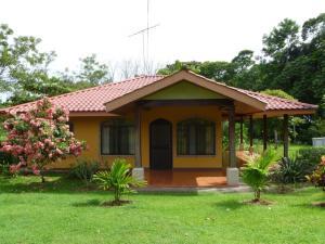 Casa En Ventaen Aguas Zarcas, San Carlos, Costa Rica, CR RAH: 19-257