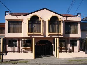 Apartamento En Alquileren San Pedro, Montes De Oca, Costa Rica, CR RAH: 19-389