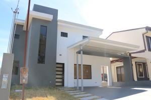 Casa En Ventaen Turrucares, Alajuela, Costa Rica, CR RAH: 19-402