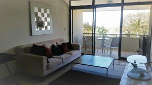 Apartamento En Alquileren Santa Ana, Santa Ana, Costa Rica, CR RAH: 19-444