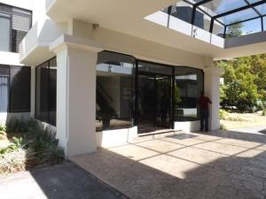 Apartamento En Alquileren Laureles, Escazu, Costa Rica, CR RAH: 19-466
