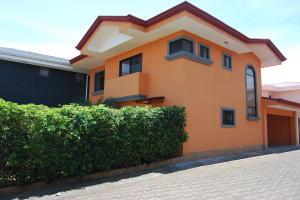 Casa En Alquileren Pozos, Santa Ana, Costa Rica, CR RAH: 19-488