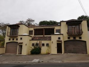 Casa En Ventaen Pinares, La Union, Costa Rica, CR RAH: 19-528