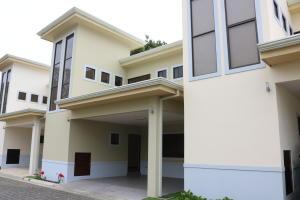 Casa En Ventaen Granadilla, Curridabat, Costa Rica, CR RAH: 19-529