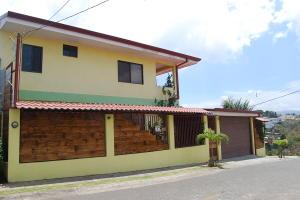 Casa En Ventaen Guadalupe, Goicoechea, Costa Rica, CR RAH: 19-537