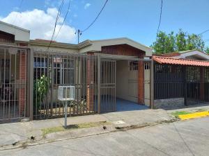 Casa En Alquileren Sabanilla, Montes De Oca, Costa Rica, CR RAH: 19-557