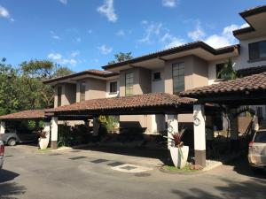 Casa En Alquileren Santa Ana, Santa Ana, Costa Rica, CR RAH: 19-647