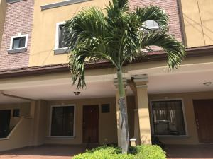 Casa En Alquileren Pozos, Santa Ana, Costa Rica, CR RAH: 19-681