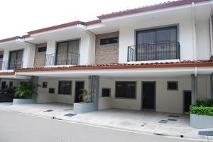 Casa En Alquileren Rio Oro, Santa Ana, Costa Rica, CR RAH: 19-737