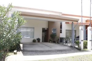 Casa En Alquileren Tres Rios, La Union, Costa Rica, CR RAH: 19-764