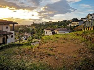 Terreno En Ventaen Pinares, Curridabat, Costa Rica, CR RAH: 19-930