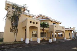 Casa En Alquileren Belen, Belen, Costa Rica, CR RAH: 19-846