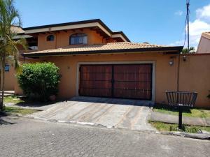 Casa En Alquileren Santa Ana, Santa Ana, Costa Rica, CR RAH: 19-900