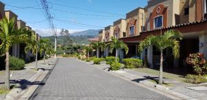 Casa En Alquileren Tres Rios, Cartago, Costa Rica, CR RAH: 19-924