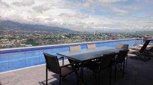 Apartamento En Alquileren Curridabat, Curridabat, Costa Rica, CR RAH: 19-936