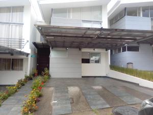 Apartamento En Ventaen San Jose, Montes De Oca, Costa Rica, CR RAH: 19-947
